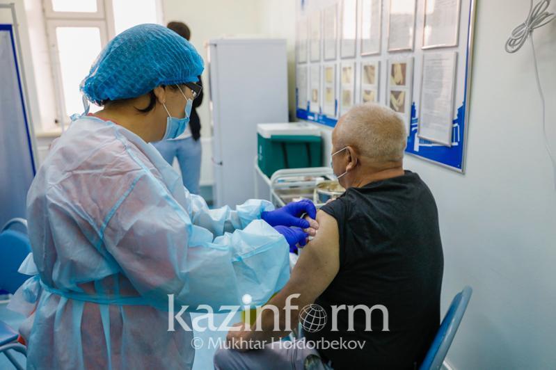 За сутки 1186 жителей Атырауской области привились от коронавируса