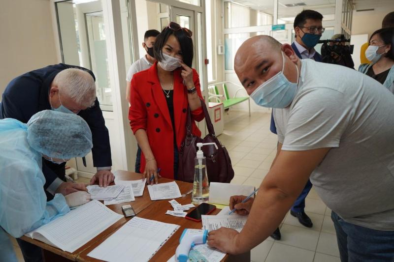 БҚО журналистері коронавирус екпесін салдырды