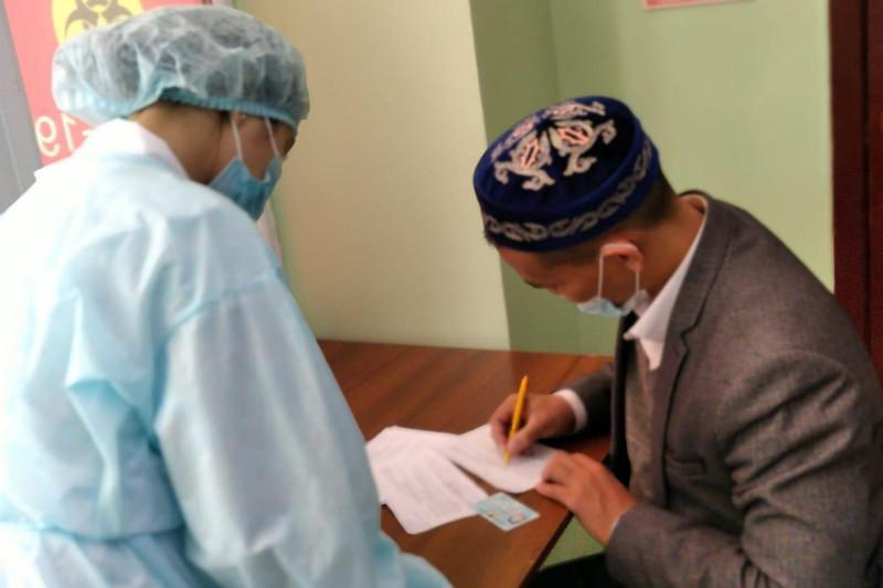 Представители религиозных объединений Алматы вакцинировались от коронавируса