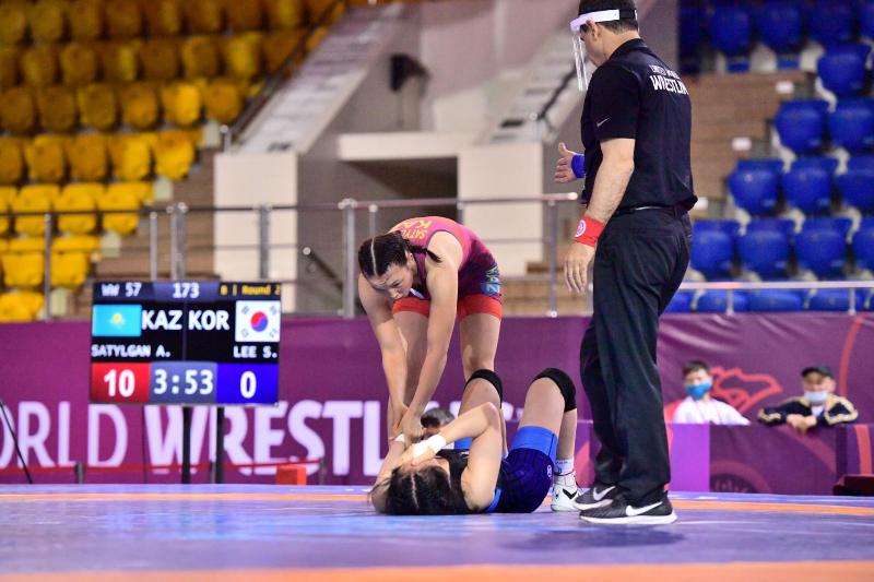 摔跤亚锦赛:哈萨克斯坦代表团再添一枚铜牌