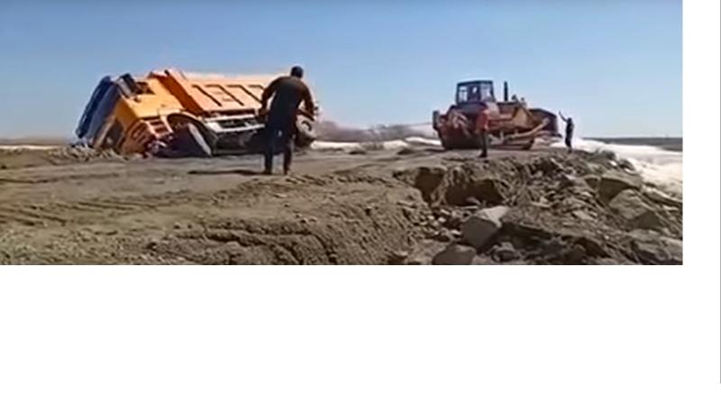 Ақмола облысында жүк көлігі суға аударылып, жүргізуші көз жұмды
