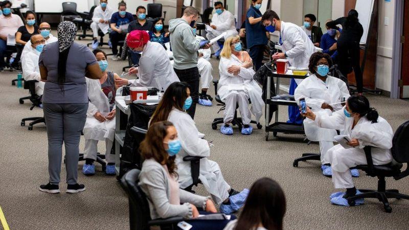 Коронавирус: вторая волна заболеваний в Индии и резкий всплеск инфекции в Канаде