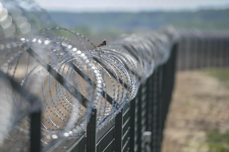 Пограничные ограждения устанавливают на границе Атырауской и Астраханской областей