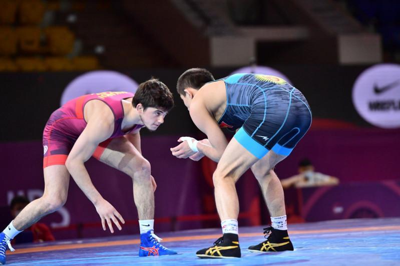 Три казахстанца вышли в финал чемпионата Азии по вольной борьбе