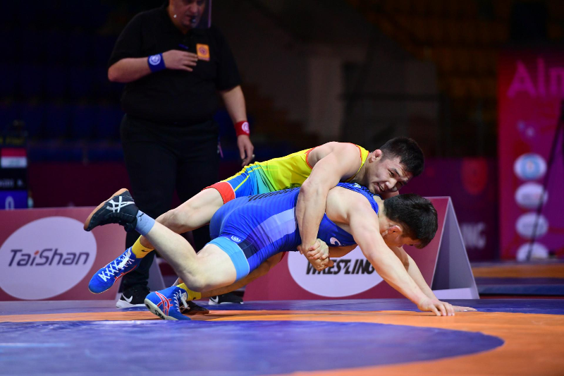 Еще два казахстанских борца завоевали «золото» на чемпионате Азии по вольной борьбе