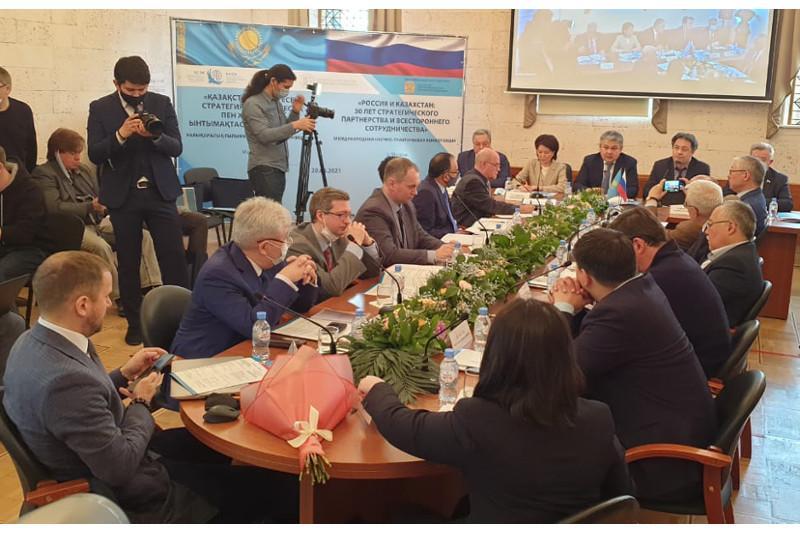 Ученые отметили важность комплексного подхода к сотрудничеству Казахстана и России