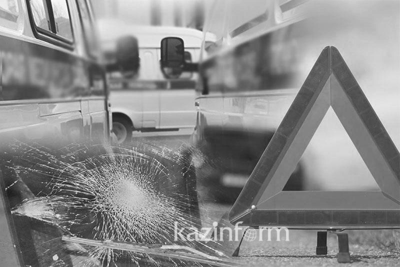 Пәкістанда екі автобус соқтығысып, 12 адам қаза тапты