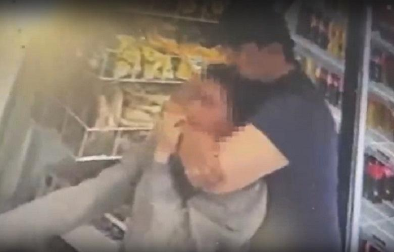 Удушающий прием: мужчина совершил нападение на продавца магазина в Актау