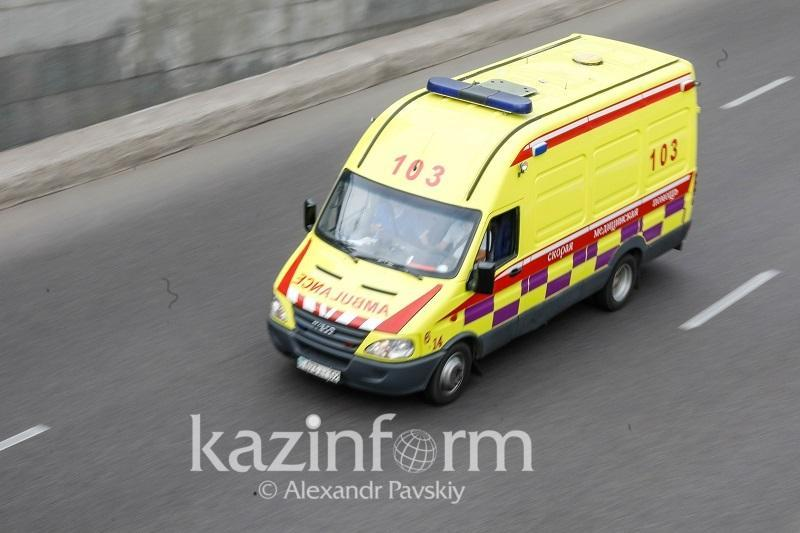 Автобус столкнулся с грузовиком в Алматы: есть пострадавшие