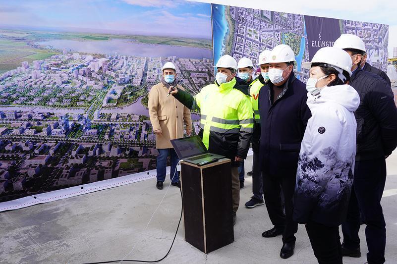 Kazakh PM surveys tourist complex construction site