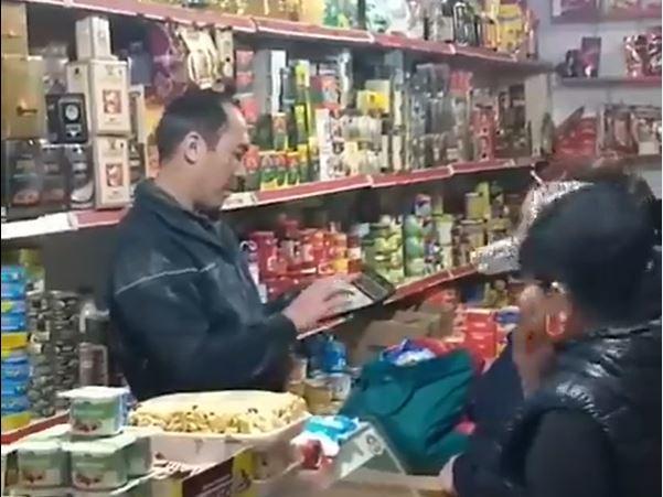 «Qyzyl» aımaqtaǵy Shymkentte demalys kúni bazar jumys istep turǵan