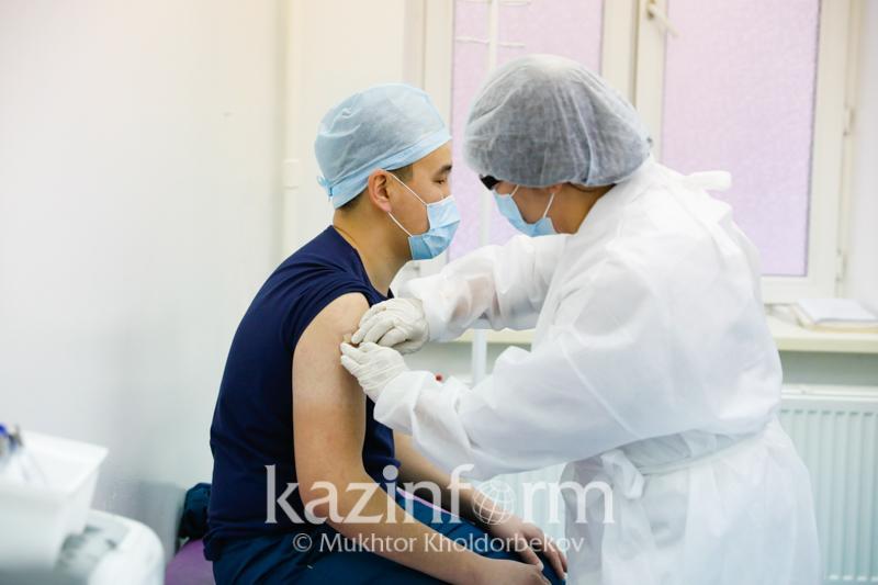 Каждый двадцатый казахстанец уже провакцинировался - Алексей Цой
