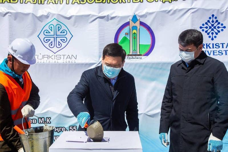 突厥斯坦州新建混凝土加工厂举行工程奠基仪式
