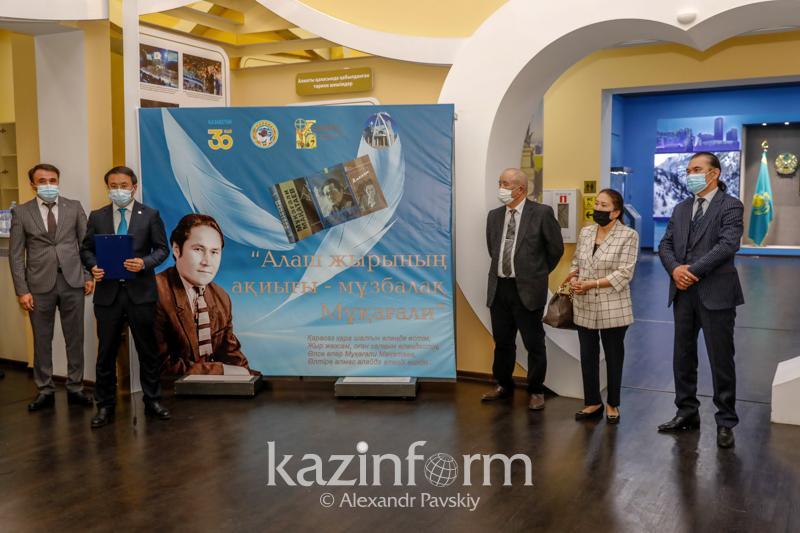 Передвижная выставка, посвященная 90-летию Мукагали Макатаева, открылась в музее Алматы