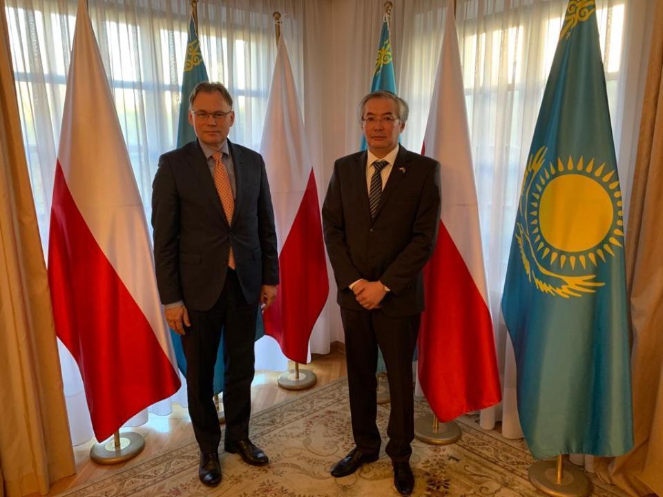 哈波两国继续加强议会间合作