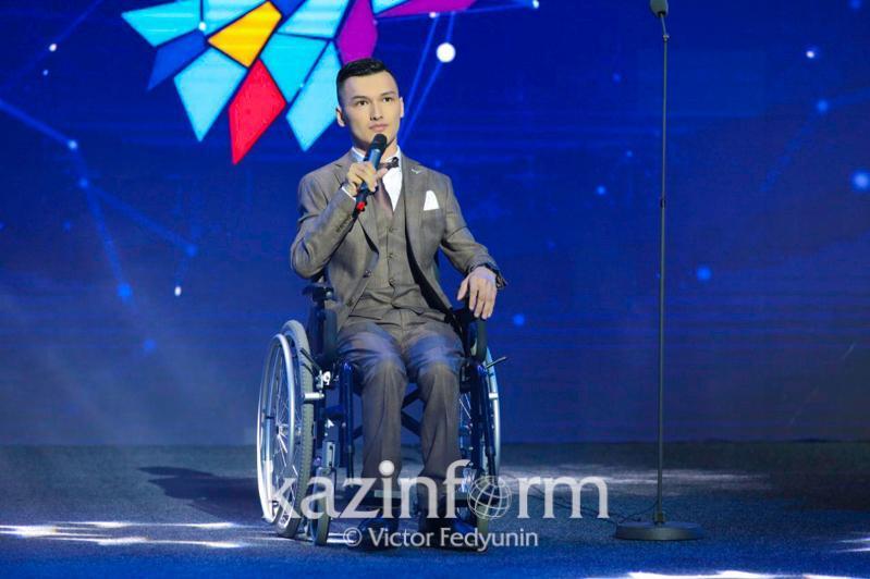 Kazakhstani invents special bracelet for blind