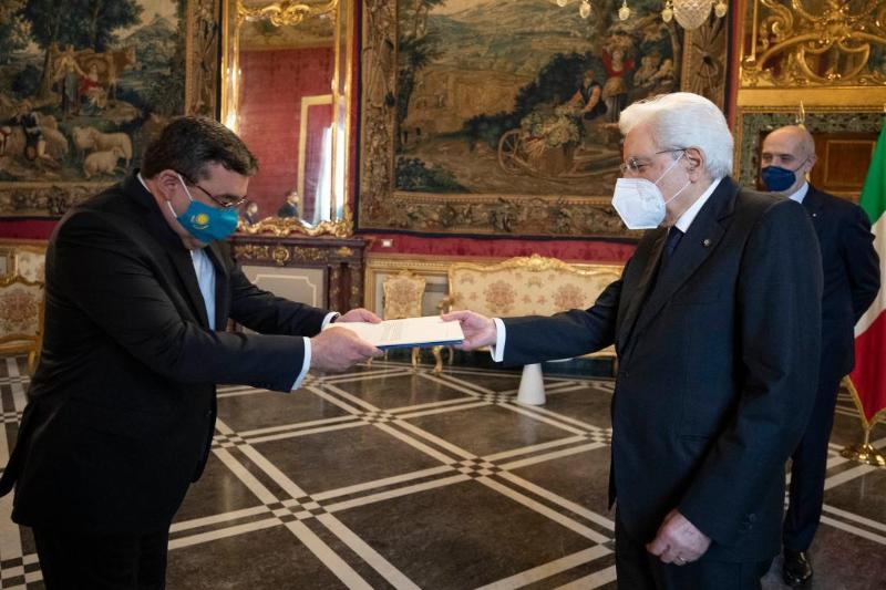 哈萨克斯坦大使向意大利总统递交国书