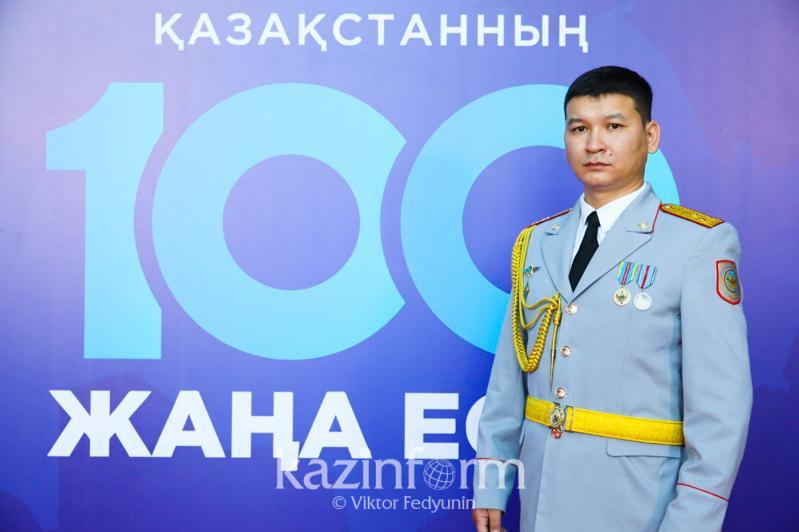 Бежавший в буран перед автоколонной костанайский полицейский стал финалистом «100 новых лиц Казахстана»
