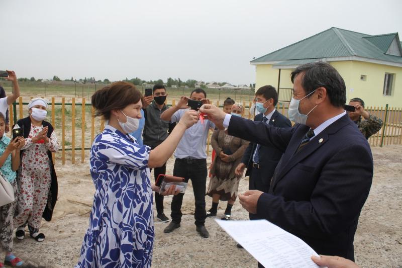 50 многодетных семей получили жилье в Туркестанской области