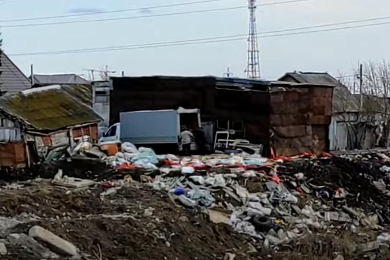 Мусорную свалку на берегу реки устроили жители Петропавловска
