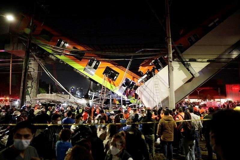 墨西哥首都一座桥梁坍塌致15死70伤