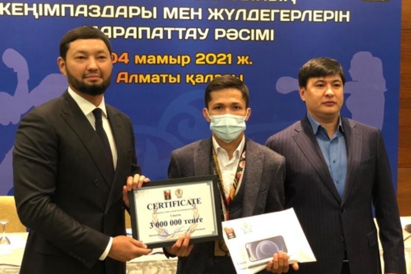Чемпионы мира по боксу среди молодёжи получили по три миллиона тенге