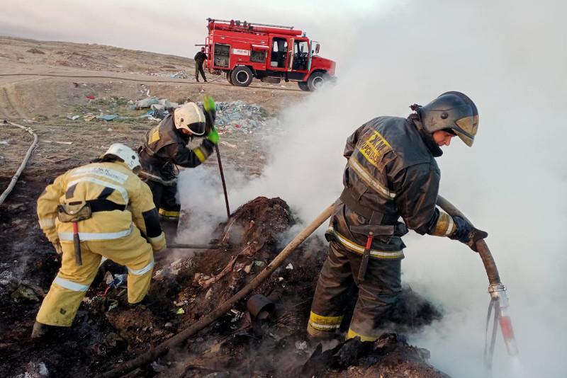 Более 200 пожаров и возгораний потушили карагандинские огнеборцы за выходные