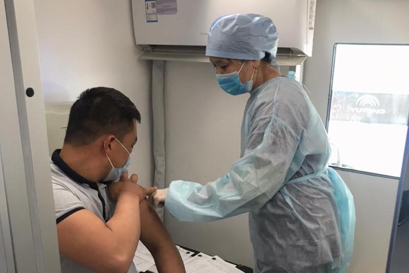Первым компонентом вакцины против КВИ привиты 68 294 человека в Жамбылской области