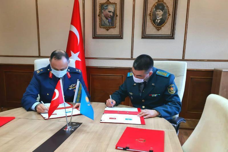 哈萨克斯坦与土耳其签署军事合作备忘录