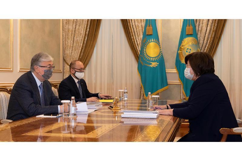 总统接见哈萨克斯坦人权事务专员阿兹穆娃