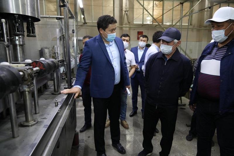 Предприятия Меркенского района посетил Бердибек Сапарбаев