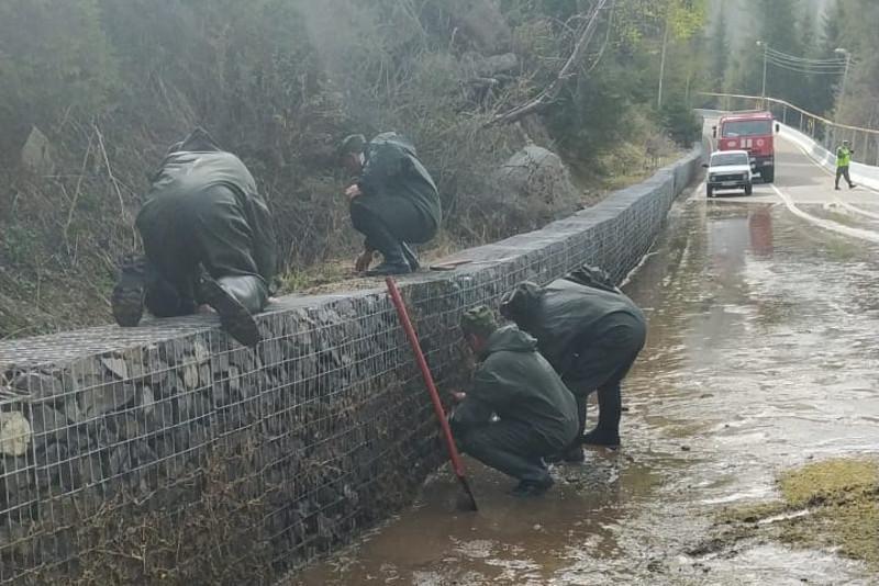 Дорогу Медеу-Шымбулак затопило
