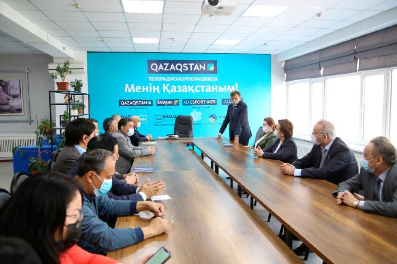 Сенаторы встретились с журналистами «Қазақ газеттері»