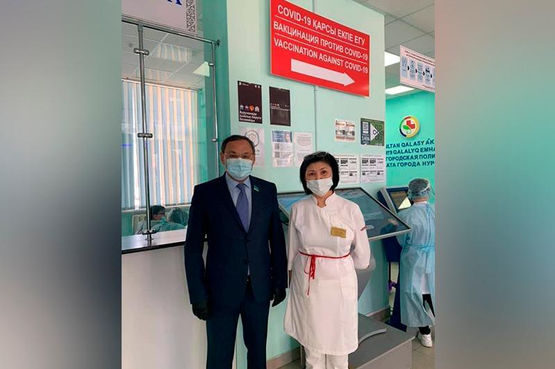 Ахылбек Куришбаев: Всем желающим важно предоставить возможность получить прививку без очередей