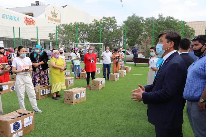 Түркістанда 150-ден астам отбасыға азық-түлік себеттері таратылды