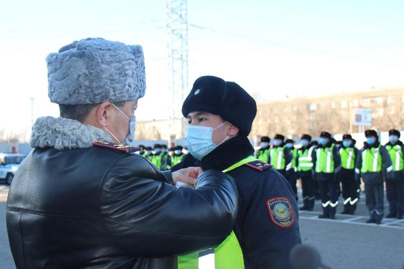 Мойнына пышақ сұғып алса да, қылмыскерді ұстаған полицей «Айбын» орденін алды