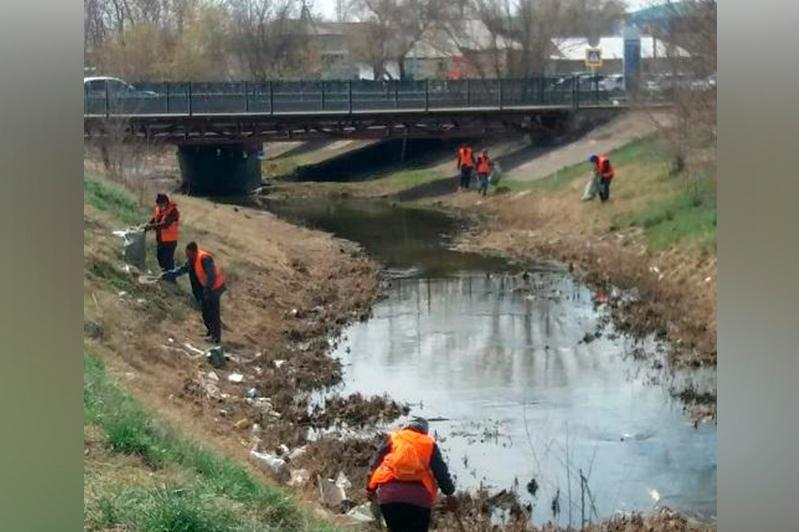 Территорию у реки Сарыбулак очистили от мусора в столице