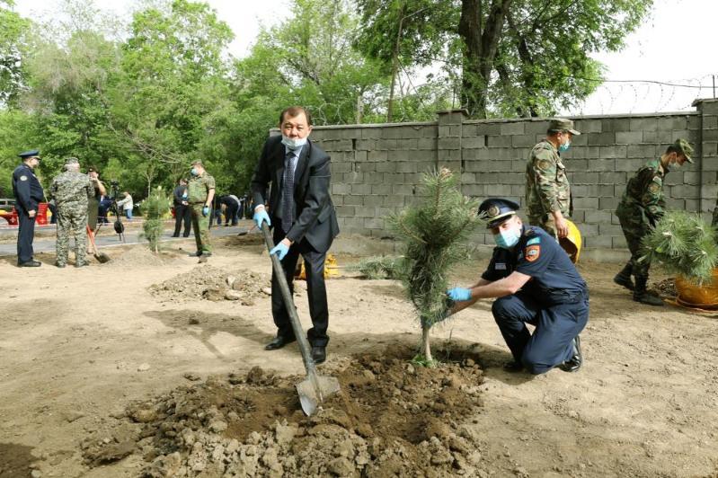 Аллея спасателей появилась в Алматы: высажено более 600 деревьев и кустарников
