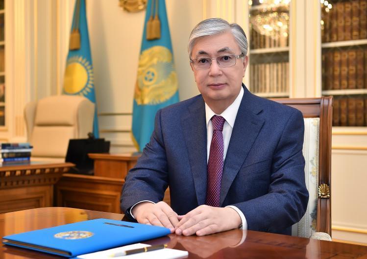 托卡耶夫总统向全国人民致以祖国保卫者日节日祝贺