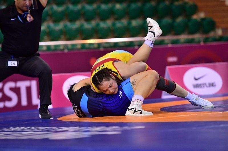 Жамила Бакбергенова стартовала с победы в лицензионном турнире по женской борьбе