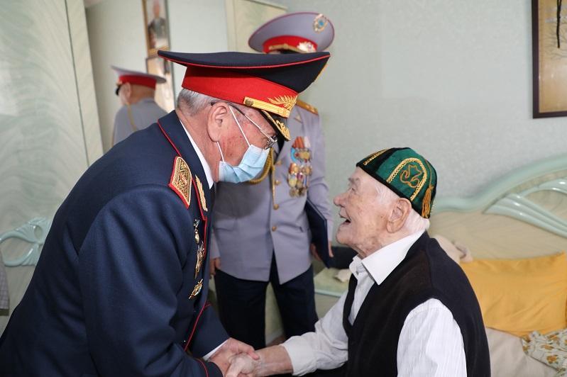 93-летнего ветерана ВОВ поздравили в Нур-Султане