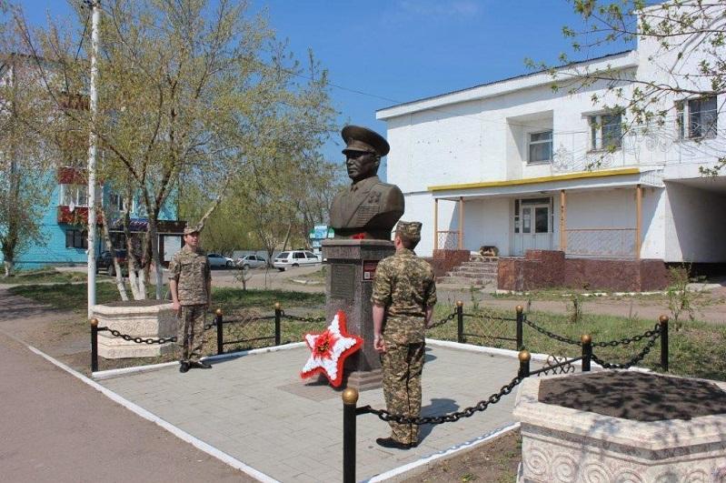 В Акколе почтили память первого министра обороны Казахстана