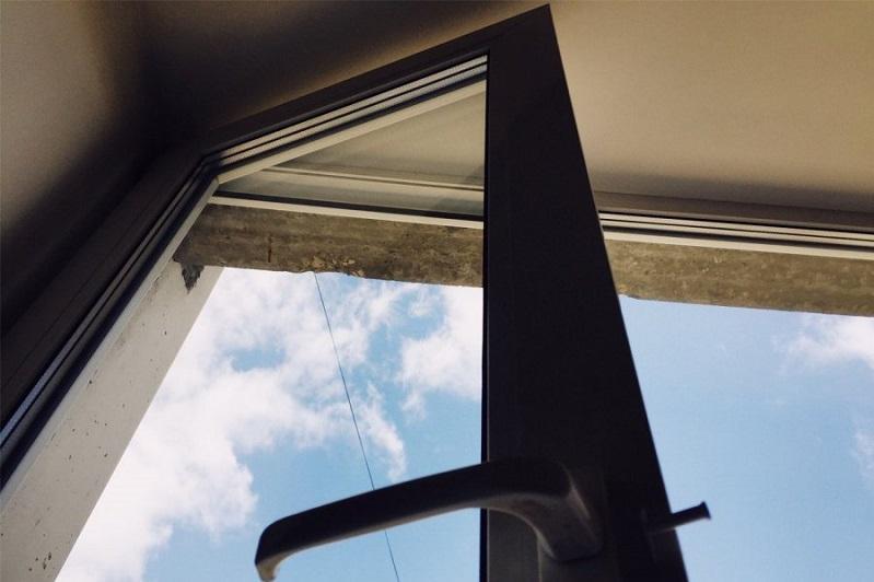 Пятилетний мальчик выпал из окна в Павлодаре
