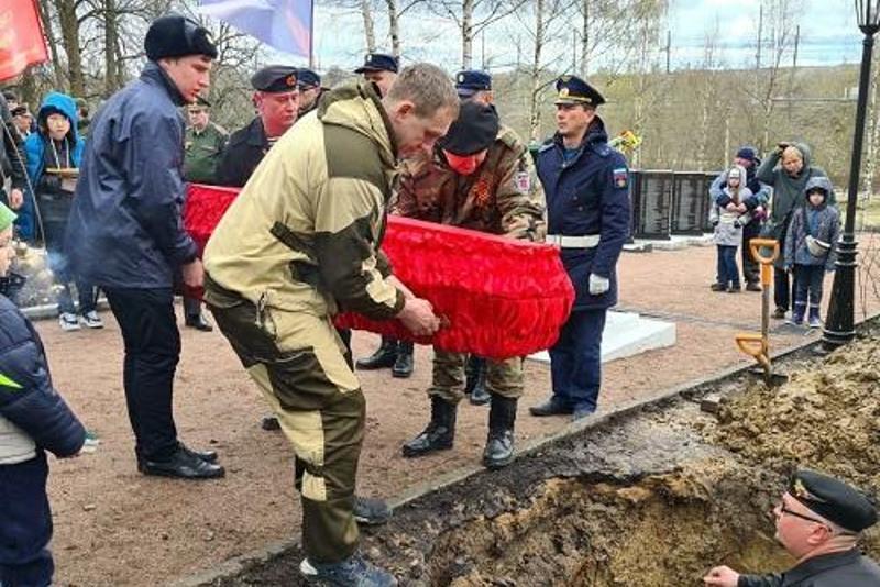 Останки казахстанского воина перезахоронили в Ленинградской области РФ