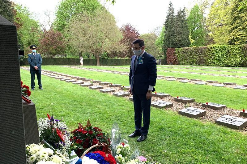 Посол Казахстана в Бельгии почтил память солдат, погибших в боях за освобождение Европы