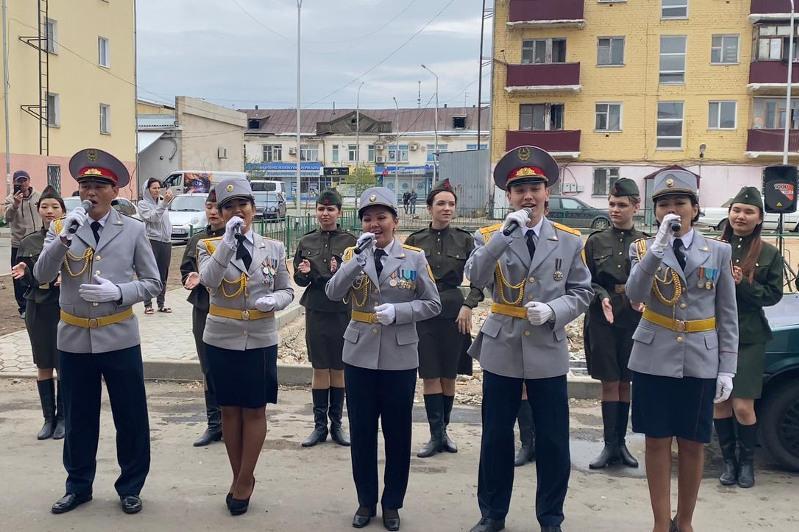 Почетный караул, бесконтактные концерты: акмолинцы отметили День Победы