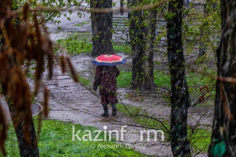 Штормовое предупреждение объявлено в 13 регионах Казахстана