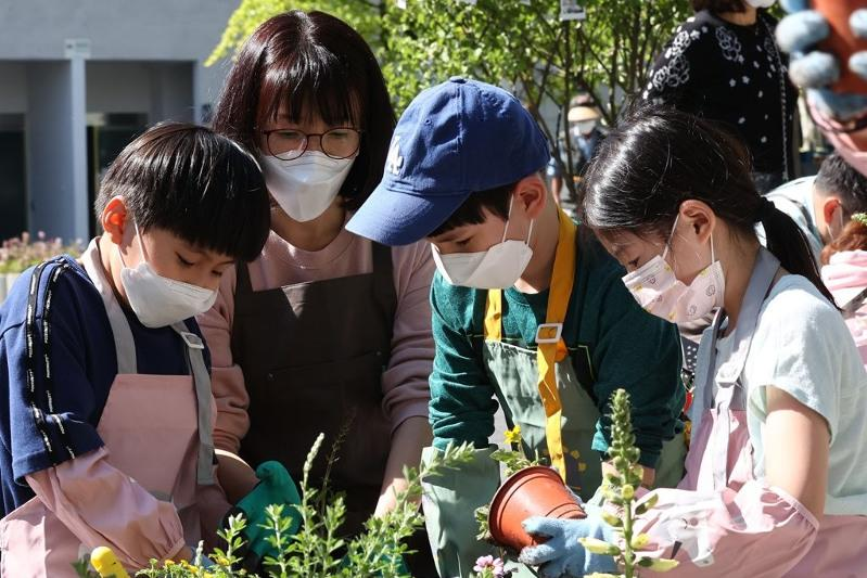 S. Korea: New cases under 500 on fewer tests, potential surge still worrisome