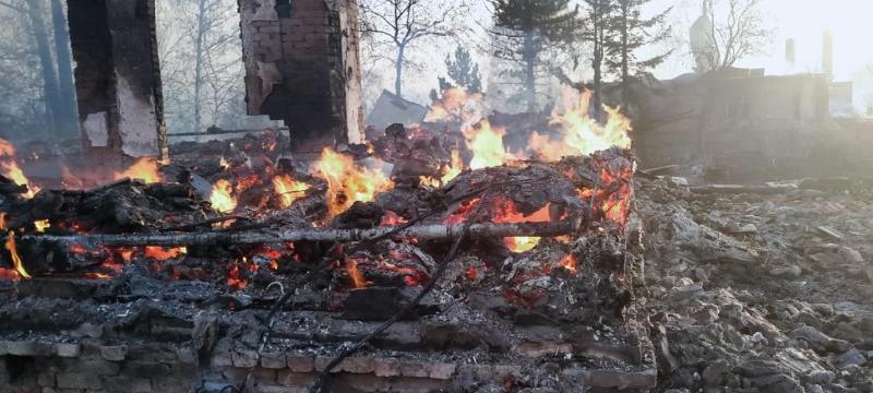 Пожар в ВКО: огонь уничтожил 35 домов, в ДЧС работает горячая линия