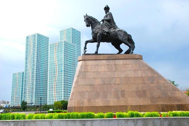 距今20年前 首都为«最后的可汗»科涅萨热汗竖立纪念碑